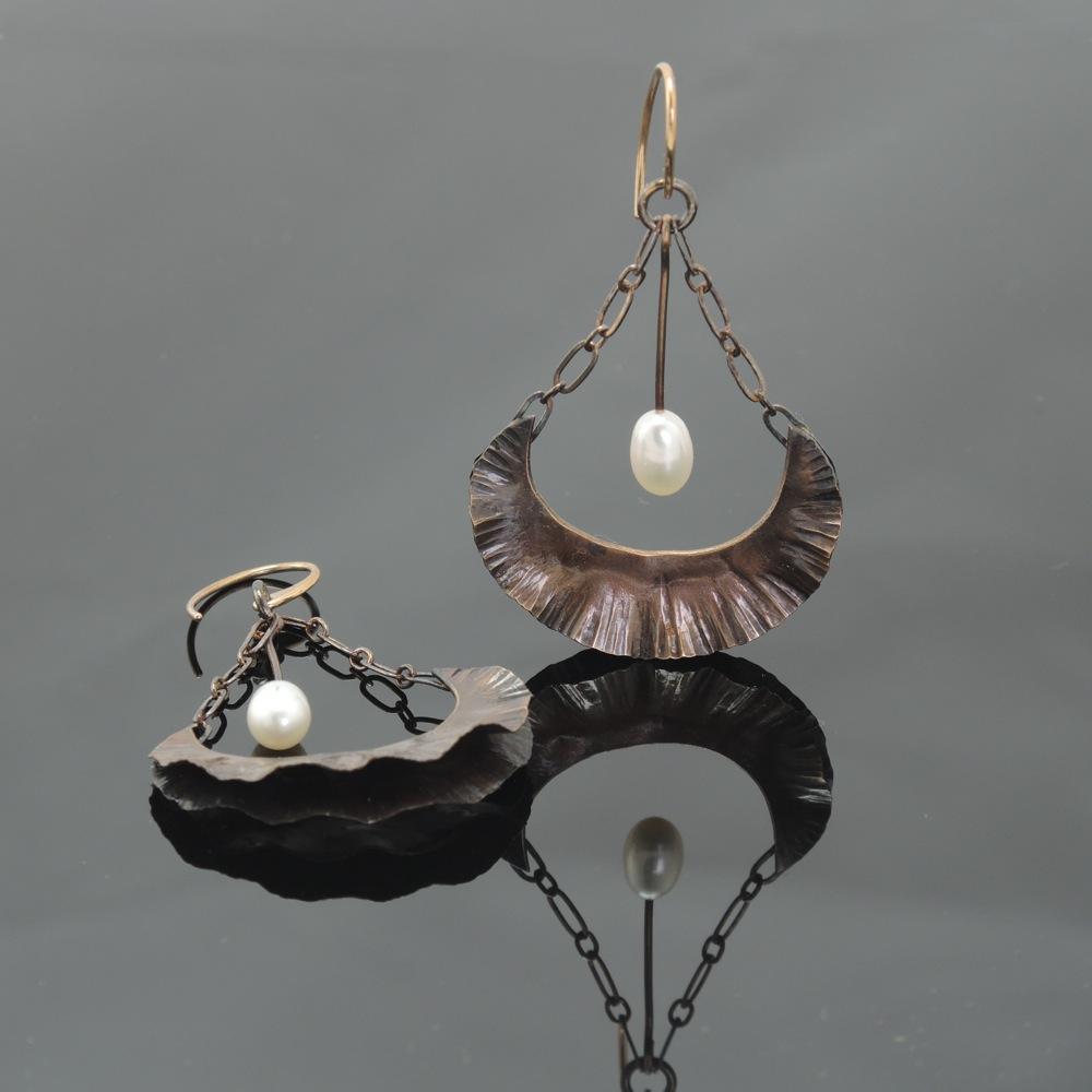 Bronze Floral Earrings w/Pearl